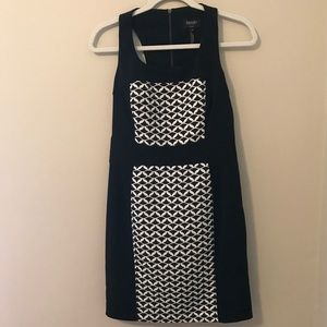 SIZE 6 LAUNDRY Black Dress